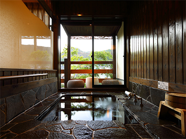 SUIZAN. Japanese style room of 12 tatami mats with semi open-air bath
